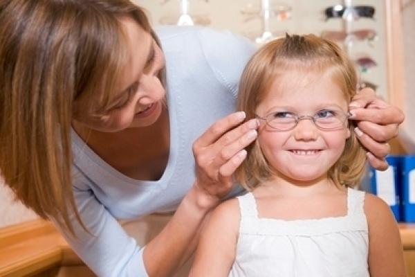 23c1792325d5c3 De ogen van uw kinderen regelmatig laten controleren is belangrijk.  Uiteindelijk speelt het gezichtsvermogen een doorslaggevende rol in hoe uw  kind over de ...